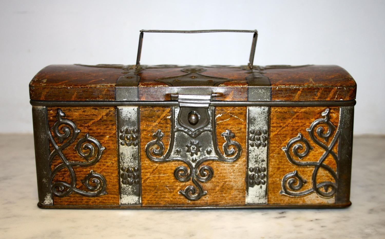 Decorative vintage tin