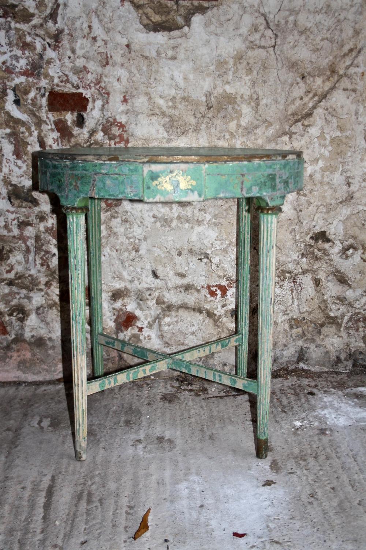 Green circular French table