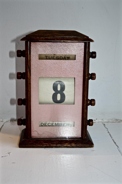 Oak Perpetual Desk Calendar