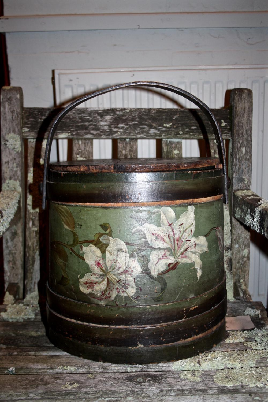 Floral flour bin