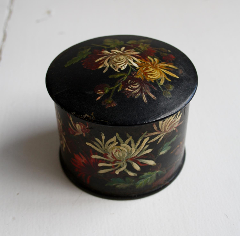Round floral box