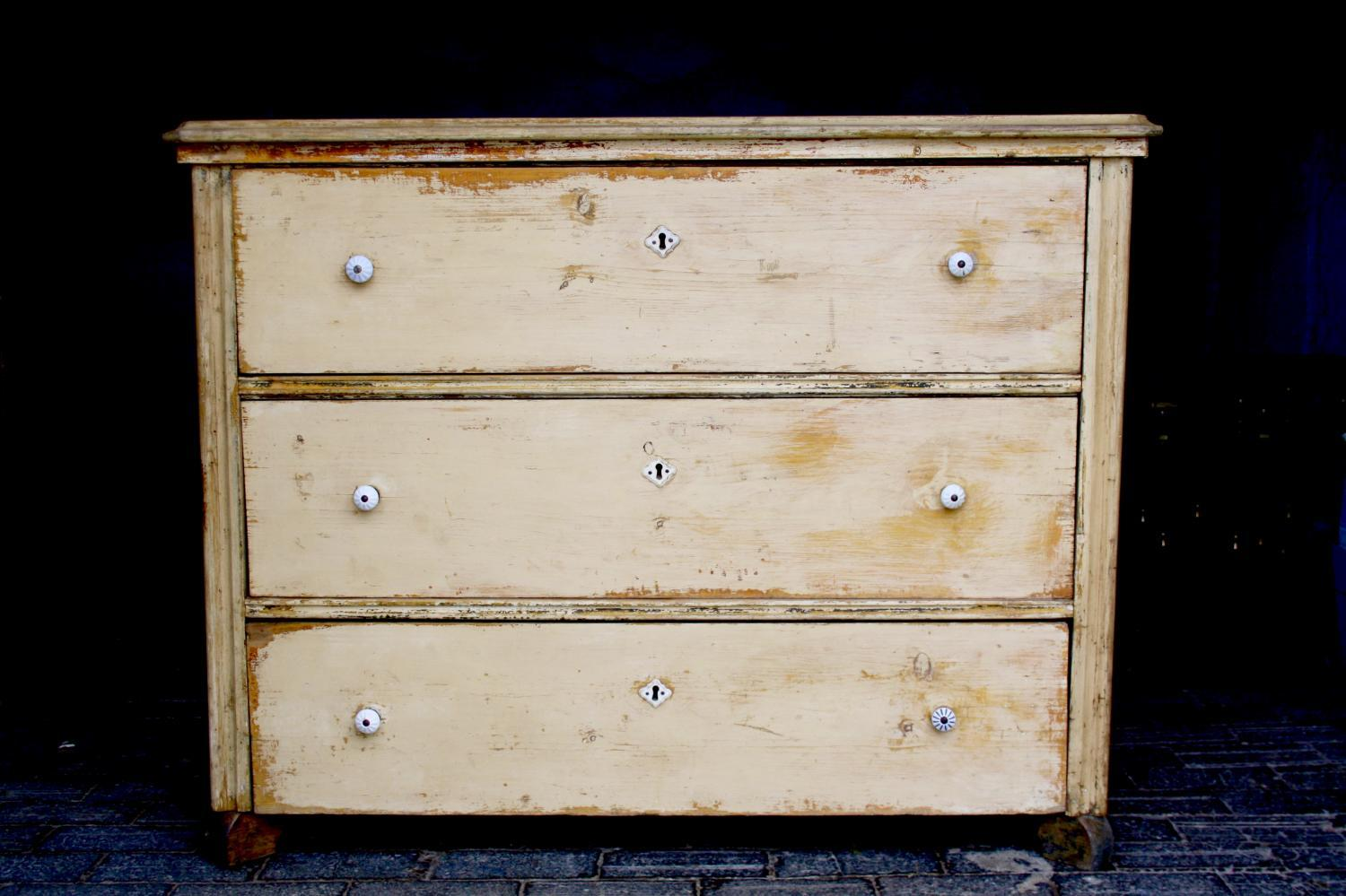 Large chest of three drawers