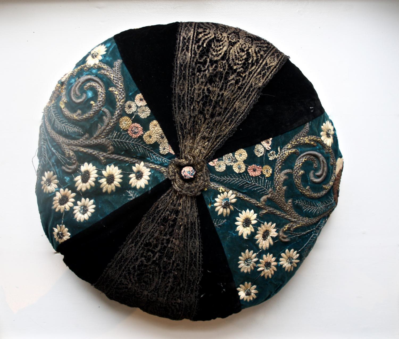 Vintage round cushion