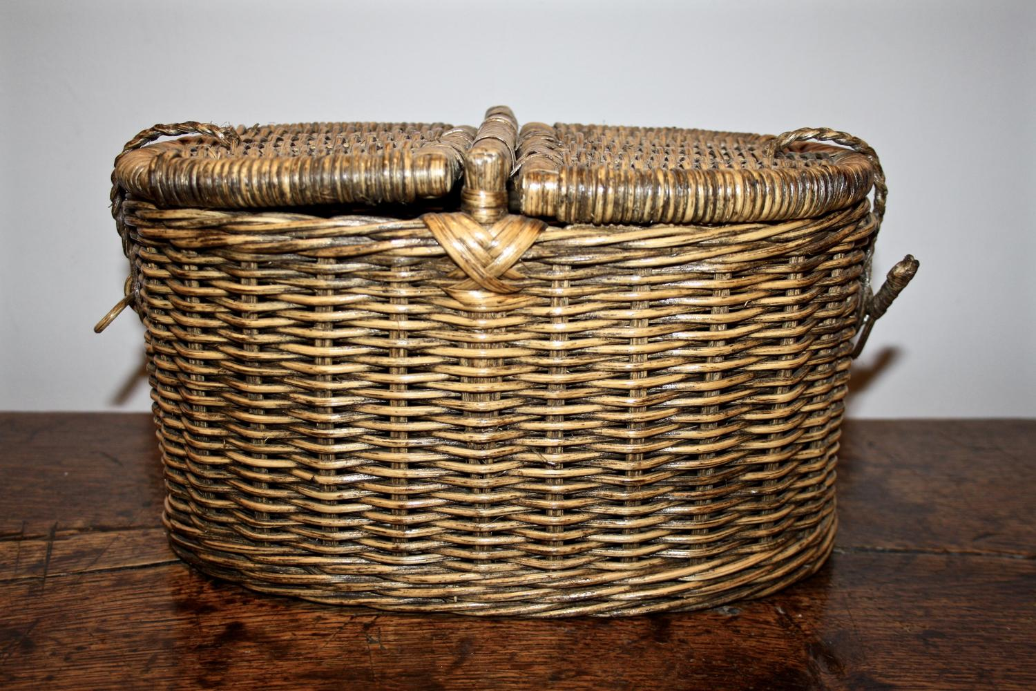 Small wicker double lidded basket