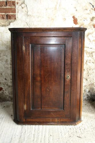 Georgian oak corner cupboard