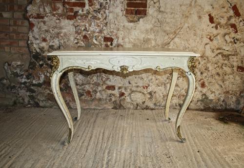 Painted and gilt Italian table on cabriole legs