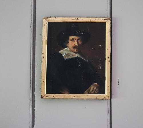 Small oil portrait of a gentleman in a hat