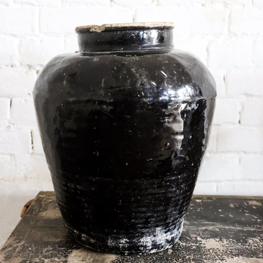 Black Chinese pots