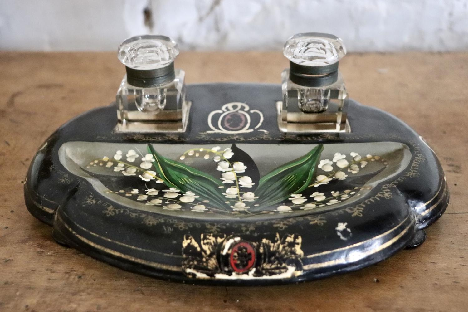 Black lacquered inkwell stand