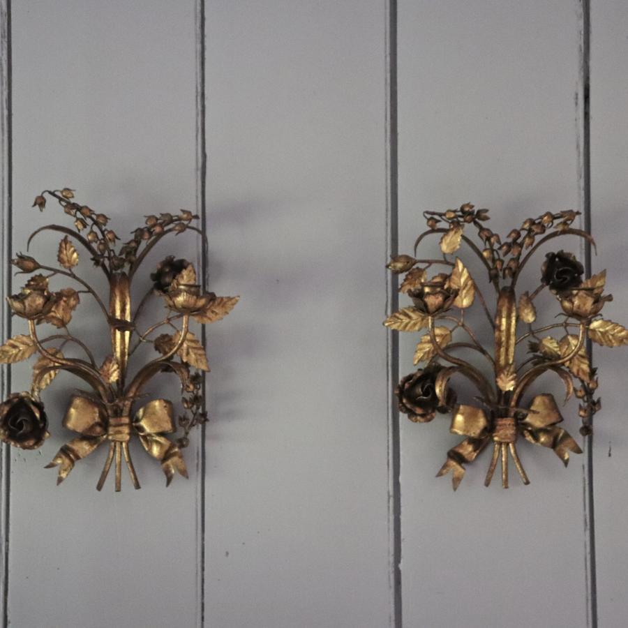 Pair of gilt 1950s Italian wall lights