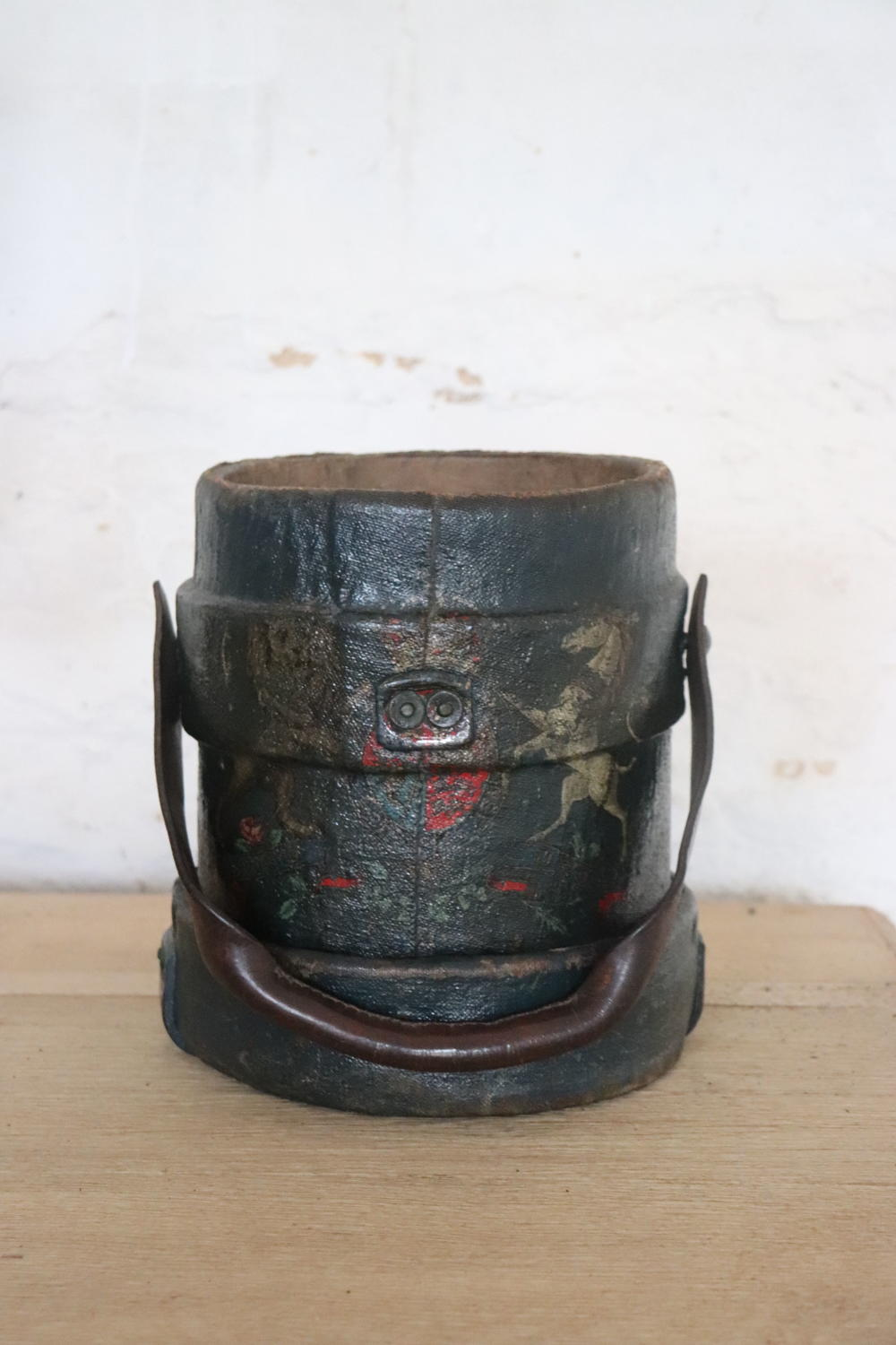 Victorian artillery canvas shell carrier with painted crest