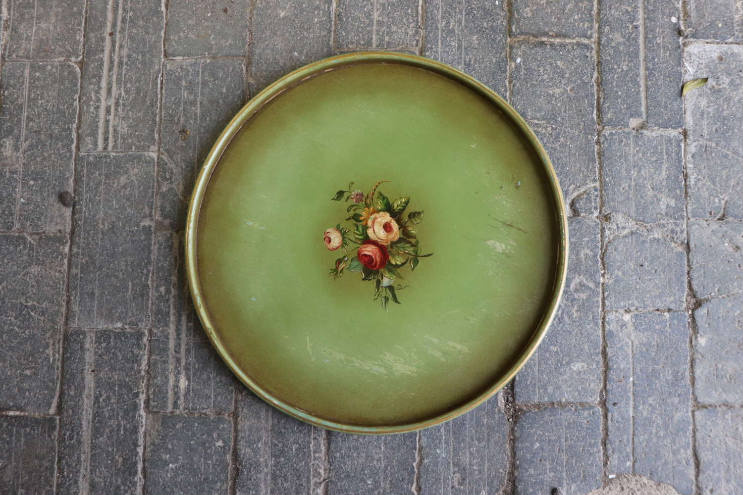 Round mid century wooden tray with floral decoration