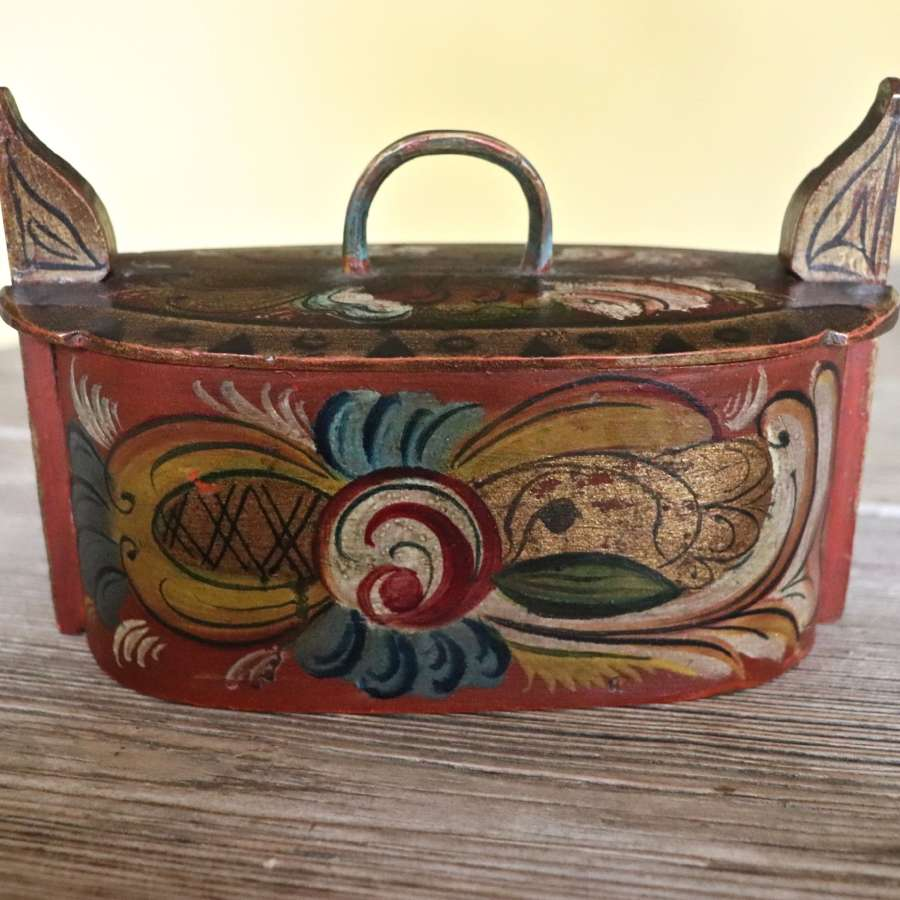 Early 20th century painted Norwegian tine box
