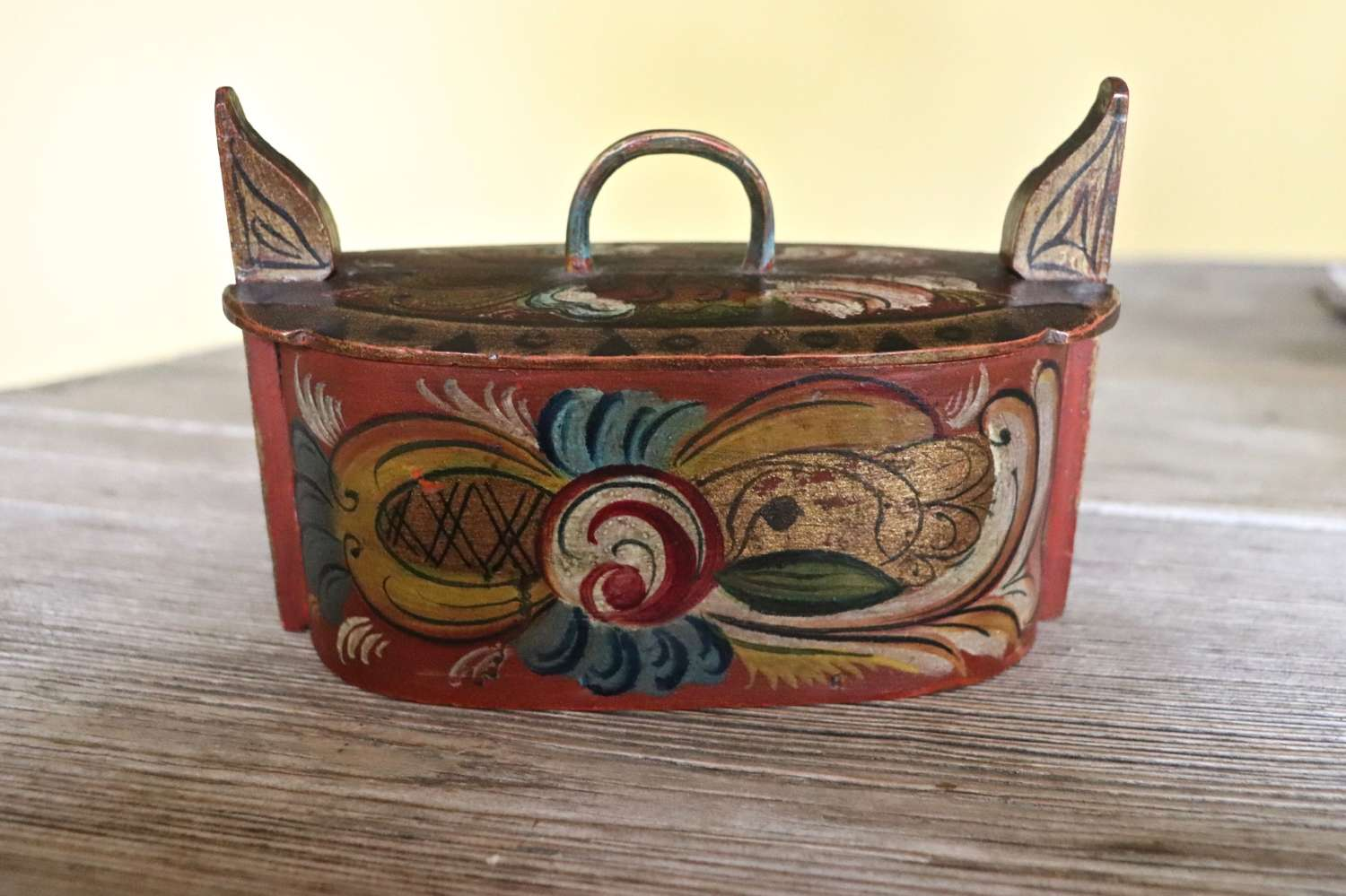 Early 20th century painted Norwegian tine box